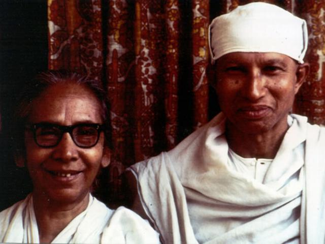 1 03 Dipa Ma, another early beloved teacher of IMS's founders, with Munindraji.