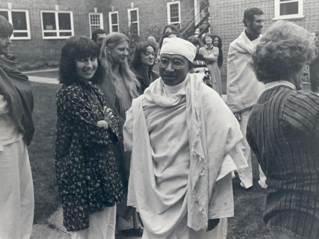 1 18 Munindraji at IMS, 1978. Sharon Salzberg is on the left, and Joseph Goldstein is at the back on the right.