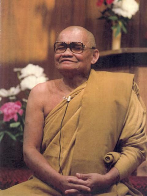 1 24 Ajahn Chah in the IMS meditation hall, 1979.