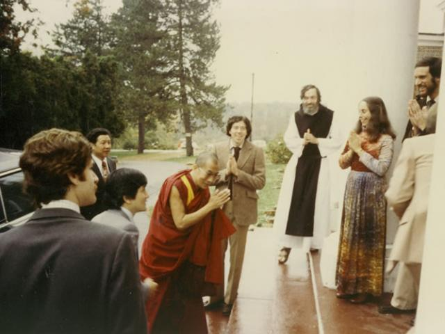 1 25 IMS welcomes His Holiness the Dalai Lama to the center in 1979.